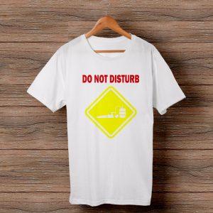 Тениска с щампа Do Not Disturb